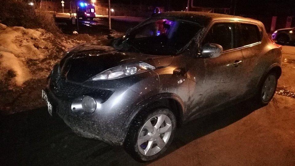 В Свердловской области пьяная автоледи сбила 2-х человек и проехалась по ним