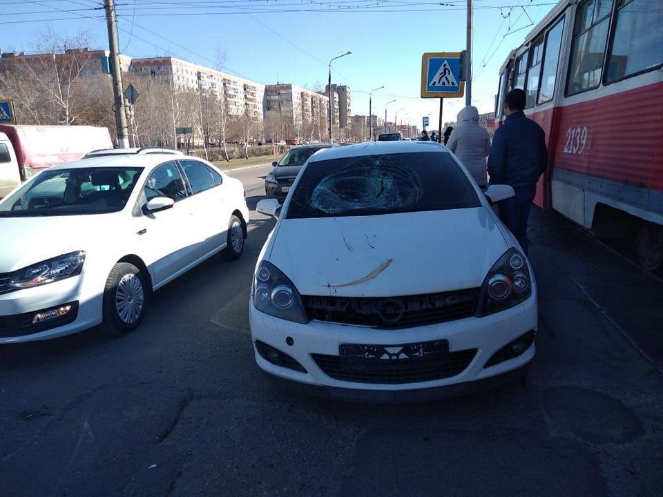 Видео ДТП 17 апреля на перекрестке пр. К.Маркса и ул. Б.Ручьева.