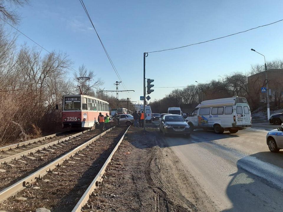 27 марта водитель врезался в Газель а потом в трамвай