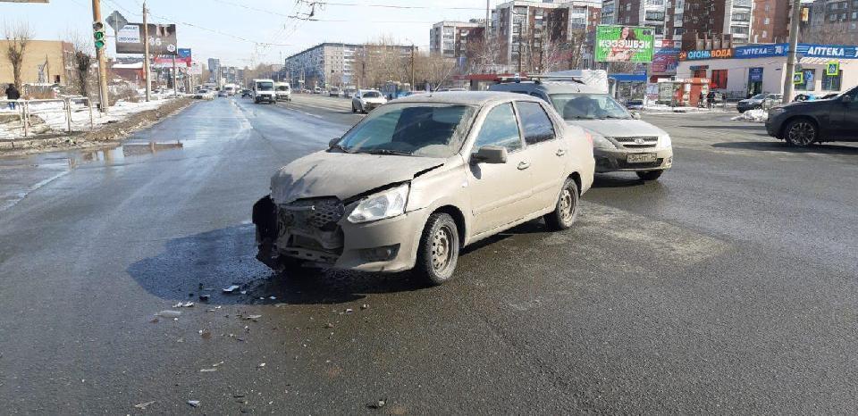 ДТП на перекрестке улиц Братьев Кашириных и Чайковского в городе Челябинск