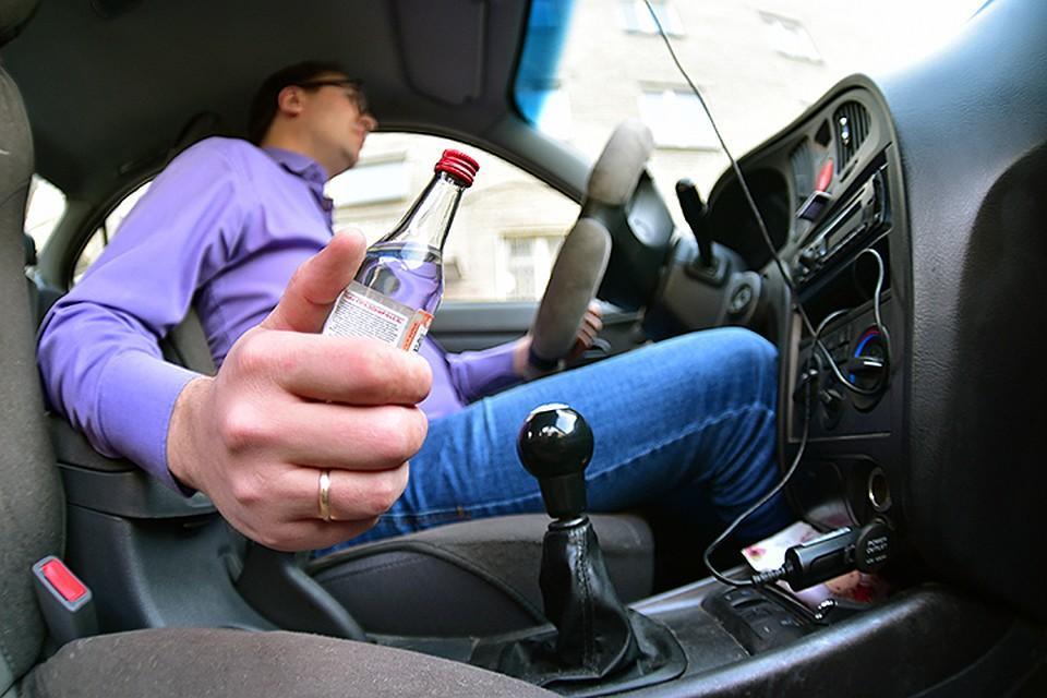 Пьяный водитель за рулем автомобиля
