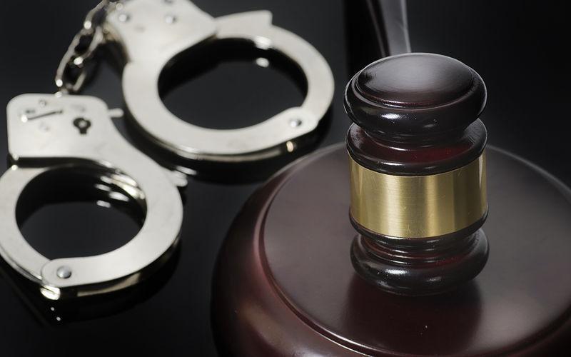 Пешеходу, избившего водителя до смерти, грозит лишение свободы на срок до пятнадцати лет.