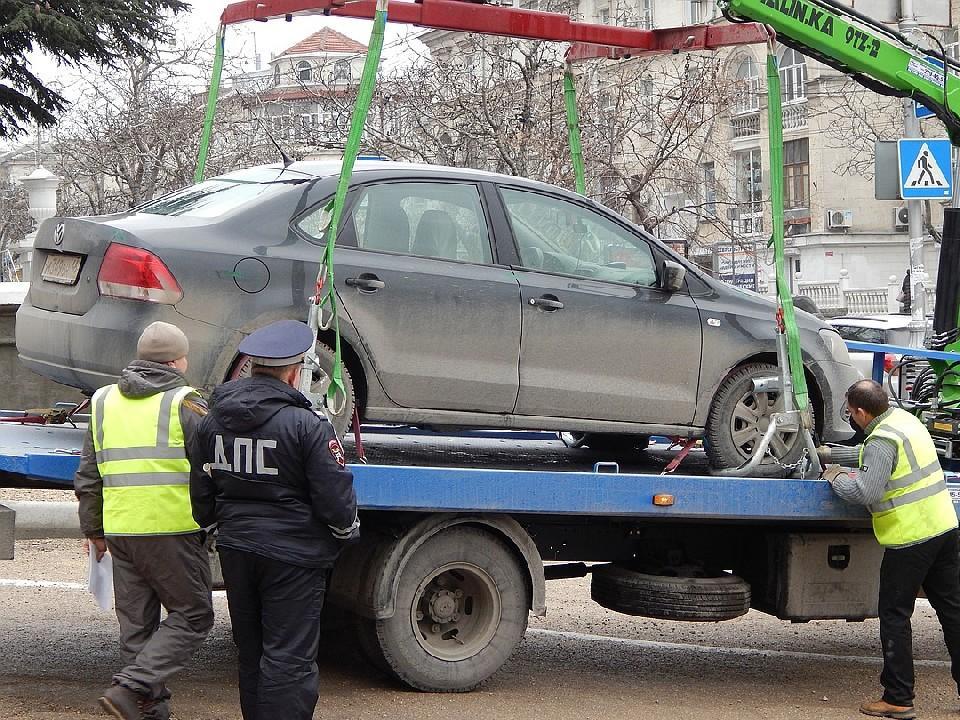 Эвакуация автомобиля сотрудниками ГИБДД